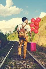 Jir en voyage (Mamp andria) Tags: voyage portrait home train de route madagascar bagage chemin andria homme fer valise balon jeune antananarivo malagasy mamp d7000 jir