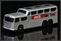 Lledo DG23  Greyhound Coach - Coca Cola (Zippy's Revenge) Tags: england greyhound bus toy coach model coke cocacola enfield diecast lledo daysgone scenicruiser jackodell dg23 modelsofdaysgone