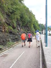 in camino lungo la ciclovia della Val Brembana