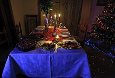 ultimi auguri (viaggiaresiii) Tags: light festa albero natale azzurro epifania luce capodanno fiamma candele alberodinatale feste cenone 2015 festivit pietanze penombra fiammelle tagviaggia