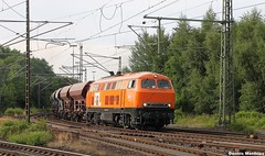 Orange 225 (The Rubberbandman) Tags: railroad red bus cars face car station train vintage germany track br diesel central tracks engine deep railway loco trains db german commuter locomotive bahn hopper freight centralstation outdated deutsche 225 hydraulic rotenburg 218 growling railroadtrack carcars lehrte br218 busface baureihe oldvintage dieselhydraulic