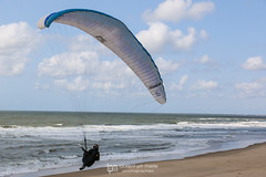 IMG_9261 (Laurent Merle) Tags: beach fly outdoor dune cte vol paragliding soaring ozone plage parapente atlantique ocan glisse littlecloud spiruline
