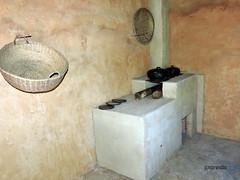 cozinha caipira (José Carlos Brandão) Tags: fogão cesto peneira