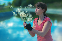 Pidiendo un Deseo - Asking a Wish (abel.maestro) Tags: lago sevilla agua guapa soplar dientedeleon