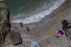Junio en la playa v2 (ponzoosa) Tags: cliff costa sun sol beach sand playa arena granada tropical acantilado mlaga nerja 2016 toalle