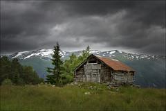 Cabaa (Jose Cantorna) Tags: sky cloud house green norway landscape nikon flickr paisaje cielo nubes noruega montaa cabaa hierba d610