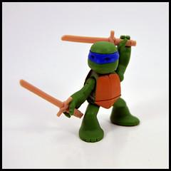 1 Year In A Toybox 2, 266_366 - Leonardo [Ninjas In Training] (Corey's Toybox) Tags: teenagemutantninjaturtles ninjaturtles tmnt actionfigure figure toy playmates nick nickelodeon leonardo 1yearinatoybox2