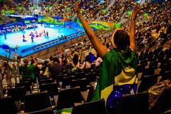 Go, Brasil! (H_Lopes) Tags: brasil brazil rio riodejaneiro rio2016 rj bgtrj wow olimpada olympic jogos games barra centroolmpico parqueolmpico torcida torcedor torcedora bandeira flag cadeiras inarow people nikon d3300 riocentro