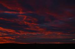 Cuando se caiga el cielo (laulo415) Tags: sunset atardecer naturaleza puestadesol puesta de sol nubes cielo sky clouds nature paisaje landscape campo evening segovia aire libre