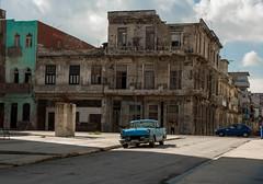 La Habana (Nic2209) Tags: nikond7200 nic2209 flickr 2016 habana61tour repblicadecuba kuba cuba karibik caribbean insel island inselstaat atlantischerozean karibischesmeer golfvonmexiko ninicrew urlaub holiday reise travel journey sozialismus socialism auto autos car cars uscars strasenkreuzer automobile taxi zeitreise farben bunt stadt lahabana havanna huser haus house