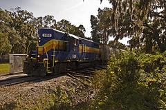 Seminole Gulf and Spanish moss Sarasota (Chicagojoe(28)) Tags: hot bike train high gulf florida south rr chase hood sarasota seminole 580 gp9 highhood sglr