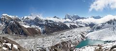 Népal, parc national de Sagarmatha, région de l'Everest, vue sur le glacier Ngozumba et le lac Gokyo depuis le pic Gokyo (Gokyo Ri) 5360 m (jpazam) Tags: montagne lac jour glacier asie himalaya khumbu everest népal gokyo sommet solukhumbu patrimoinemondialdelunesco ngozumba sanspersonne parcnationaldesagarmatha