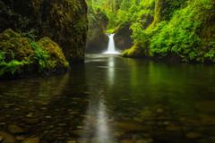 Jurassic Falls (Sairam Sundaresan) Tags: reflection green oregon reflections river portland moss columbia falls foliage waterfalls 5d gorge columbiarivergorge punchbowl sairam sundaresan 5dmarkiii sairamsundaresan