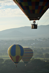 Floating in mid-air (Thomas Roland) Tags: morning travel light summer america colours sommer ballon pueblo balloon central flight tourist amerika landschaft mgico tequisquiapan landskab ladscape quertaro rejse mellemamerika