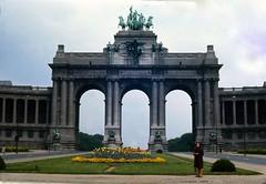 Arc de triomphe (Pierre♪ à ♪VanCouver) Tags: brussels belgium belgique bruxelles brussel minoltasrt101 jubelpark parcducinquantenaire belgio bélgica liliane belgïe ベルギー koninkrijkbelgië royaumedebelgique königreichbelgien analogephotography bǐlìshí