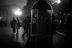 OFV (Oreste Pantegani) Tags: street leica people film night analog kodak voigtlander 28mm trix grain wide streetphotography rangefinder verona rodinal analogica m4p pellicola ultron