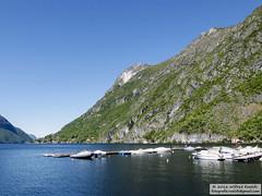 DSC_6498 (Roelofs fotografie) Tags: blue cliff mountain lake alps green berg landscape lago bay nikon meer groen blauw outdoor air hill mountainside bergen alpen lucht lugano italie wilfred landschap 2016 d3200 porlezza roelofs