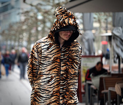 City tiger (graveur8x) Tags: man tiger city candid street portrait costume dof streetphotography frankfurt germany deutschland people cold zeil canon canoneos5dmarkii 100mm