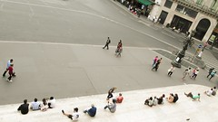 sidewalk (Romina Tripaldi) Tags: street people paris gente riposo sit rest opra parigi camminare sidewolk