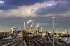 2075293 (ste.wi) Tags: city industry godorf rhein shell raffinerie kühlturm coolingtower deutschland germany rhine sky himmel industrie
