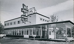 Sun Rise Restaurant, Motel & Cabins, Lanoraie, Quebec (SwellMap) Tags: architecture vintage advertising design pc 60s fifties postcard suburbia style kitsch retro nostalgia chrome americana 50s roadside googie populuxe sixties babyboomer consumer coldwar midcentury spaceage atomicage