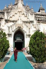 (d.huepe) Tags: world life street people children town village gente burma pueblo culture diversity nios vida myanmar mundo cultura mandalay calles bagan culturas diversidad birmania