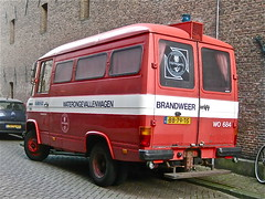 1981 MERCEDES-BENZ T2 L508DG, ex-firebrigade (ClassicsOnTheStreet) Tags: bb79ts mercedesbenz l508dg exfirebrigade 1981 l508 diesel mercedes benz 508 brandweer firebrigade pompiers commandowagen feuerwehr 80s 1980s bus van brandweerbus classic youngtimer klassieker gespot spotted carspot amsterdam centrum dejordaan driehoekstraat 2014 straatfoto streetphoto streetview strassenszene bedrijfsbus bedrijfskenteken grijskenteken waterongevallenwagen t2