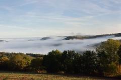 Les brumes matinale sur le vallon de Marcillac, Aveyron, Midi-Pyrnes (lyli12) Tags: france nature nikon paysage brume matin leverdesoleil aveyron midipyrnes photonature d7000