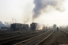 Indian Railways - YP 2282 & YG 3018, 04-12-1990 (Paul van Baarle) Tags: railroad india train ir transport eisenbahn railway zug steam transportation locomotive loc yg railways treno meterspoor trein yp spoorwegen dampflok ferrocarril ferrovia indianrailways stoom cheminsdefer uttarpradesh gorakhpur dampf stoomtrein locomotief vapeur 3018 2282 stoomloc metergauge widegauge breedspoor