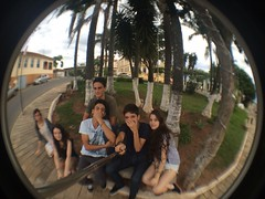 (mangia.raissa) Tags: friends fish amigos eye amigo friend amiga fisheye jardim praa turma hahahaha amigas lente rvore lentes rvores cruzlia lentefisheye uploaded:by=flickrmobile flickriosapp:filter=nofilter paudeselfie