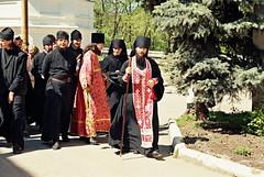 39. Архим. Арсений с братией на радоницу 1998 г