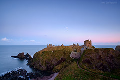 Evening is on its way at Dunnottar (Damon Finlay) Tags: homes castle buildings scotland highlands ruins fuji aberdeenshire scottish historic r fujinon f4 dunnottar stately statelyhomes morayshire xf historicbuildings ois scottishhighlands dunnottarcastle highlandsandislands xe1 f284 1024mm fujixe1 xf1855mm xf1855mmf284 fujinonxf1024mmf4rois historicscoltand
