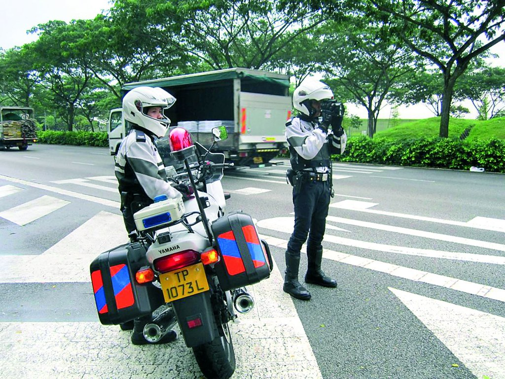 2- cảnh sát