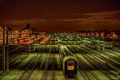 Quai de la gare de  Tournai Belgique . (musette thierry) Tags: station train photo belgique gare nocturne thierry wallonie focal d600 tournai fixe hainaut musette