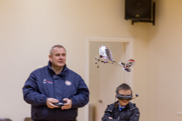 Phil's flying his FPV Vapor while others try the googles.