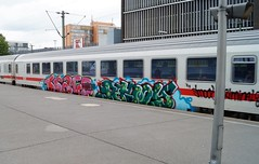 Graffiti (Honig&Teer) Tags: graffiti honigteer hannover hbf hauptbahnhof spraycanart aerosolart urbanart sport steel eisenbahngraffiti eisenbahn railroad railroadgraffiti railways train treno traingraffiti trainart db deutschebahn ic dutch dutchgraffiti