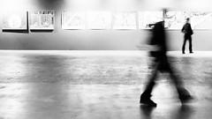 Bordeaux - Espace Saint-Rmi (L'autre CtrlcCtrlv) Tags: noiretblanc femme silhouettes exposition flou homme visiteurs