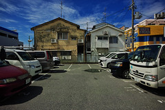 20160930_DP0Q5749 (NAMARA EXPRESS) Tags: street house parking car automobile vehicle sky blue fine outdoor color foveonclassicblue toyonaka osaka japan foveon sigma dp0 quattro wide ultrawide superwide namaraexp