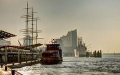 Landungsbrücken  .........................           in explorer am 07.09.2016 (petra.foto busy busy busy) Tags: canon fotopetra morgens hamburg hafen landungsbrücken schiffe elbphilharmonie germany 5dmarkiii