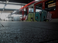 ([gegendasgrau]) Tags: urban urbanlife atmosphere atmo ambiance mood stimmung colors colorful perspective perspektive railway railroad eisenbahn train sbahn et422 baureihe422 platform bahnsteig bahnhof station concrete beton people humans leute menschen passangers red rot bunt light licht graffiti writing art vandalism flop düsseldorf wuppertal 2012