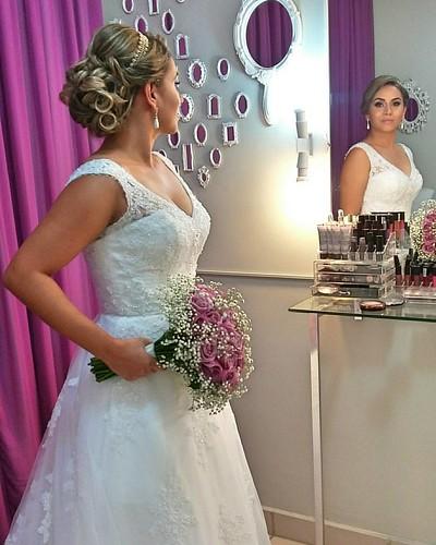 Noivas by @marcoslsoares.  #maquiagem #maquiadordasestrelas #makeup #makevator #hairbrasil #hairstyle #hairstylist #cabelosecia #revistacabelos #desafiodabeleza #katvond #dailuspro #marykay #instagirl #style #noivas #weddings #noiva #casamento #wedding #p