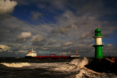 Warnemünde (b.stanni) Tags: ocean lighthouse nature water clouds landscape warnemünde wasser waves ship natur wolken landschaft ostsee schiff leuchtturm wellen