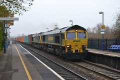 Fred on the Double ! (AJHigham) Tags: station shed double 66 class kings fl southampton sutton headed freightliner 665 intermodal 66537 66594 deadintow