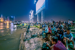 Anticipating (Tsuyoshi Gen) Tags: new city light sea people happy year firework chi ho minh saigon hanabi bitexco