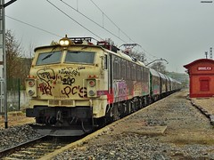 251 (firedmanager) Tags: train tren locomotive mitsubishi locomotora ferrocarril renfe trena briviesca 251 railtransport renfemercancías