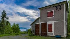 Lekomberg (marcusholmqvist) Tags: sun house lake architecture landscape norden scandinavia sunray sunbeams ludvika landskap sj vsman
