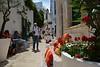 Una  piacevole  sosta  di  ristoro (Giuliana 57) Tags: reflex italia via fiori ristorante bianco puglia bianchi passeggio sosta ostuni vasi gradini contrada passeggiare cuscini piacevole nikond5200 giuliana57 giulianacastellengo materasalentoalberobello52016