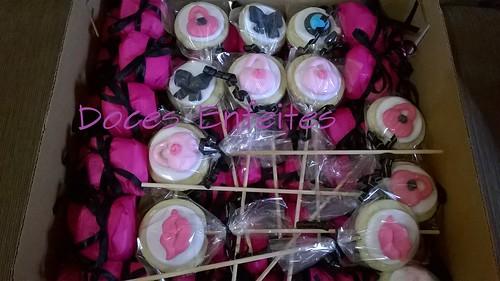 Festa da Maquiagem Pink e Preto (bem casados e pirulitos de biscoito decorados)