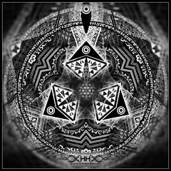 """Triad - Detail • <a style=""""font-size:0.8em;"""" href=""""http://www.flickr.com/photos/132222880@N03/27997130055/"""" target=""""_blank"""">View on Flickr</a>"""