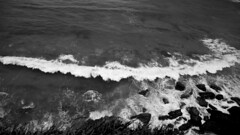 Waves (Lauramoreno_) Tags: olas playa waves beach mar sea rocks rocas acantilado rompeolas byn blancoynegro blanco negro cantabria santander viaje naturaleza verano nikon fotografia espaa paisaje landscape trip journey camera grass